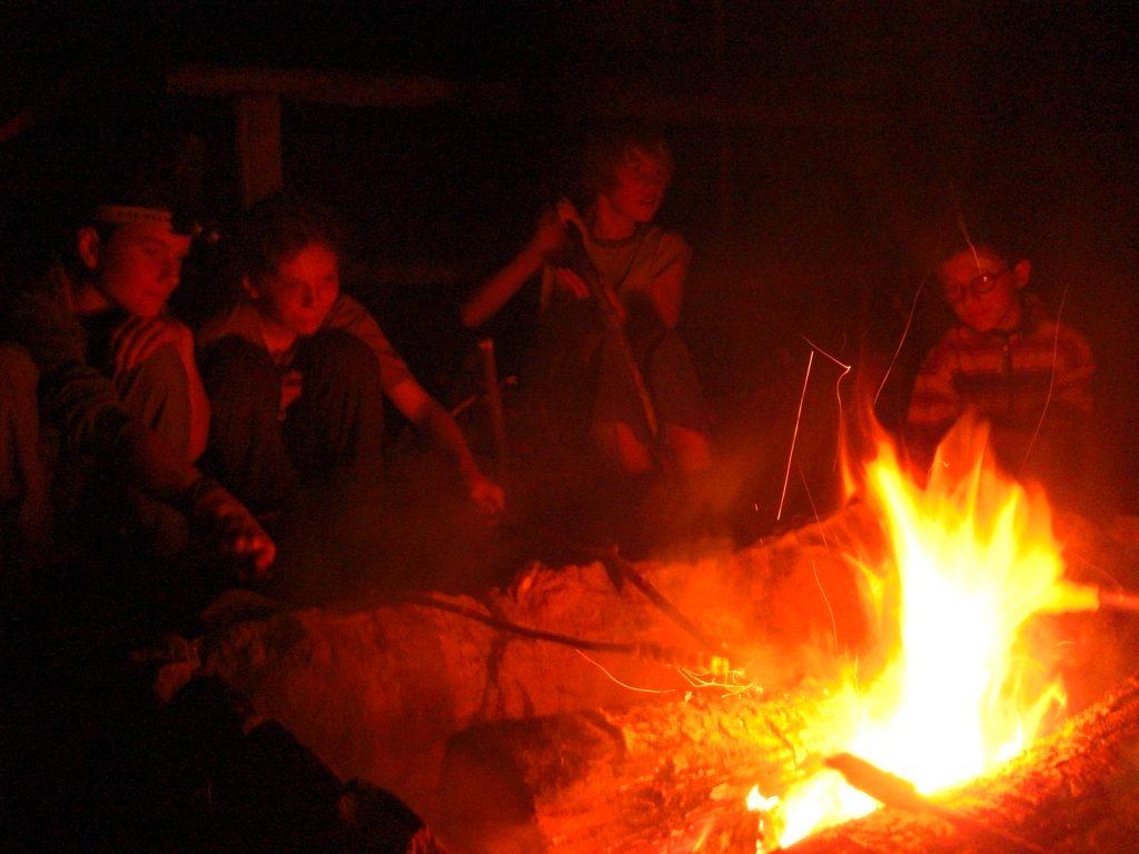 Bild Freizeit Wildnisküche und Lagerfeuer